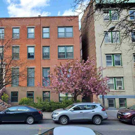 Rent this 3 bed apartment on Mercer St in Jersey City, NJ