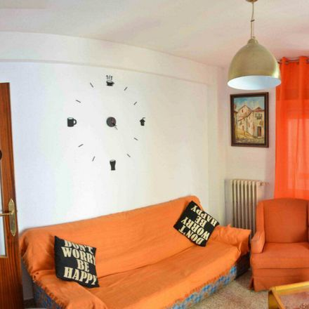 Rent this 6 bed room on Calle Molinos in 68, 18009 Granada