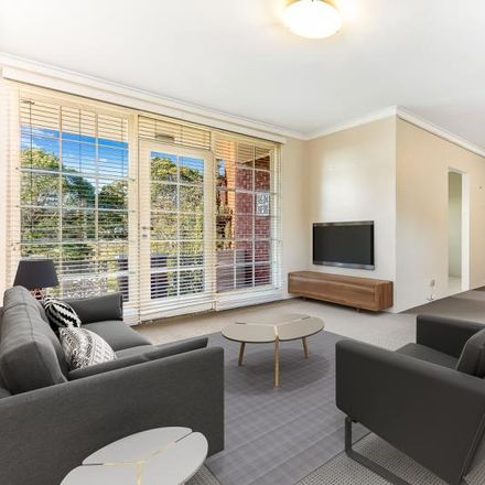 Rent this 3 bed apartment on College Street