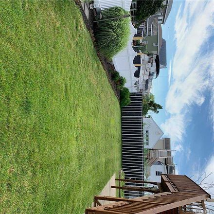 Rent this 3 bed house on Lindenhurst in NY, US