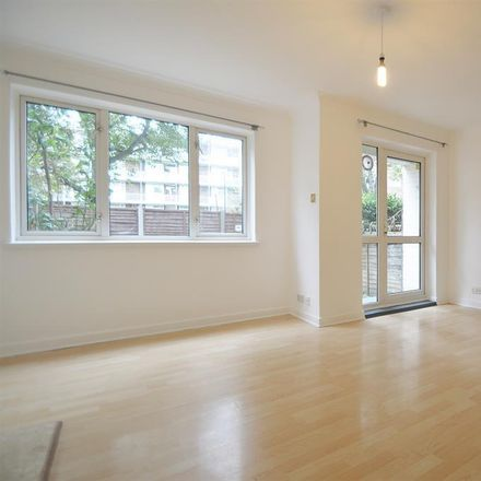 Rent this 3 bed apartment on Shaftsbury Court in Cavendish Street, London N1
