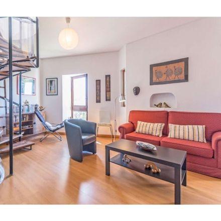 Rent this 2 bed apartment on Praça João Martinho de Freitas