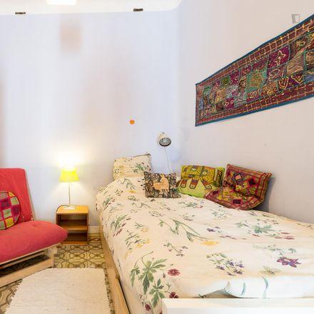 Rent this 2 bed room on Calle de Toledo in 25, 28005 Madrid
