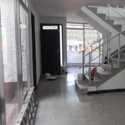 Rent this 6 bed apartment on Tanque de suministro de agua in Calle 35C, Comuna 12 - La América