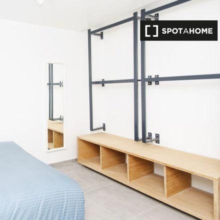 Rent this 10 bed apartment on Avenue du Parc - Parklaan 86 in 1060 Saint-Gilles - Sint-Gillis, Belgium