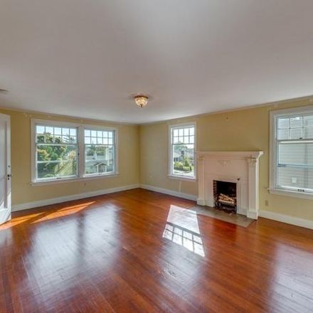Rent this 4 bed house on 942 Hoyt Avenue in Everett, WA 98201
