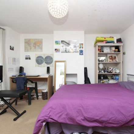 Rent this 6 bed room on 24 Pointers Close in London E14 3AP, United Kingdom