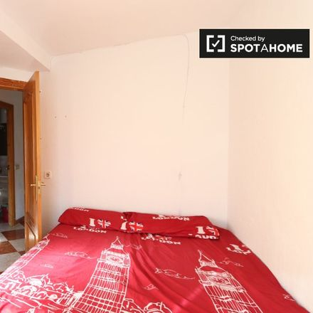 Rent this 3 bed room on Calle de Villafuerte in 39, 28041 Madrid