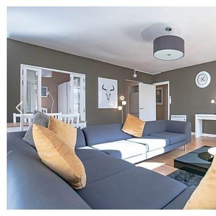 Rent this 2 bed apartment on Tesco Express in Ingram Street, Glasgow