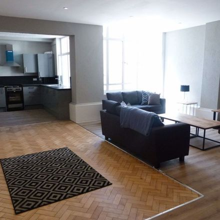 Rent this 6 bed apartment on PizzaExpress in High Street, Cardiff