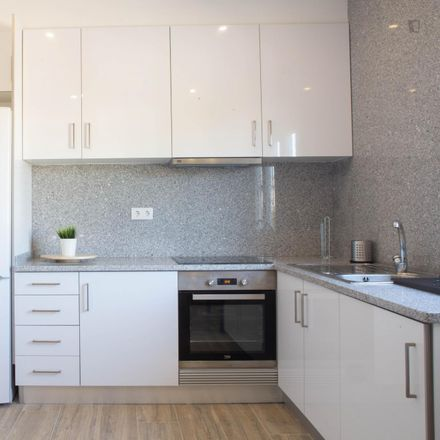 Rent this 3 bed room on Rua de Delfim Maia in 4200-326 Paranhos, Portugal