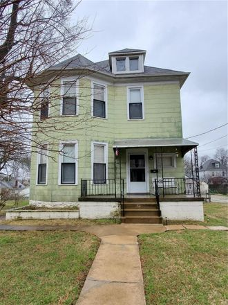 Rent this 3 bed house on 3618 Oxford Boulevard in Maplewood, MO 63143