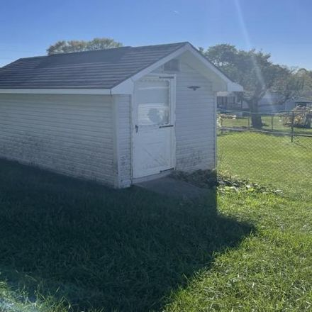 Rent this 3 bed house on 900 Webster Street in Oak Hill, Fayette County
