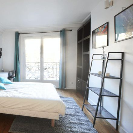 Rent this 4 bed room on 9 Boulevard Exelmans in 75016 Paris, France