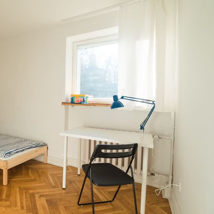 Rent this 4 bed room on Czerniakowska 159 in 00-453 Warsaw, Poland