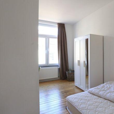 Rent this 8 bed apartment on Avenue des Celtes - Keltenlaan 56 in 1040 Etterbeek, Belgium