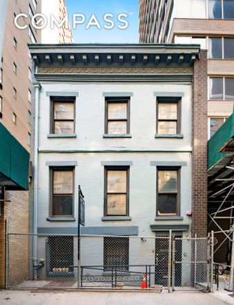 Rent this 4 bed house on 413 East 53rd Street in Manhattan Community Board 6, NY 10022