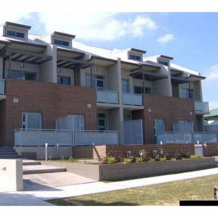 Rent this 3 bed townhouse on 5/58-60 Belmore  Street