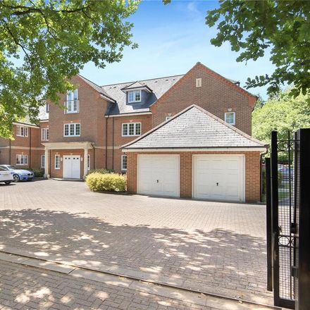 Rent this 2 bed apartment on Sunningdale SL5 9QL