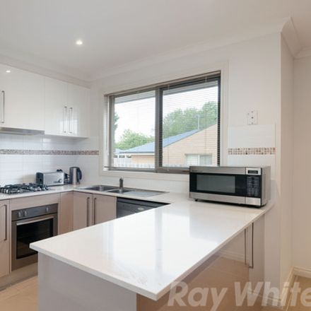 Rent this 3 bed townhouse on 1/28 Urana Street