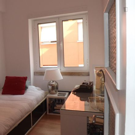 Rent this 4 bed room on Rua de Dona Estefânia 118 in 1000-155 Lisbon, Portugal