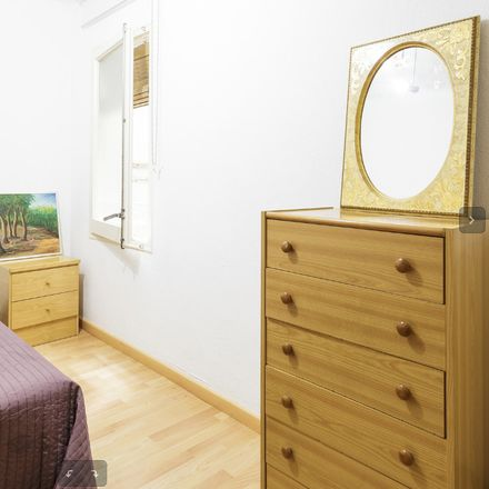 Rent this 2 bed room on Carrer del Marquès de Foronda in 08032 Barcelona, Spain