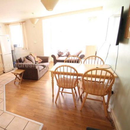 Rent this 4 bed apartment on Castle Boulevard in 315, Wollaton NG7 1HP