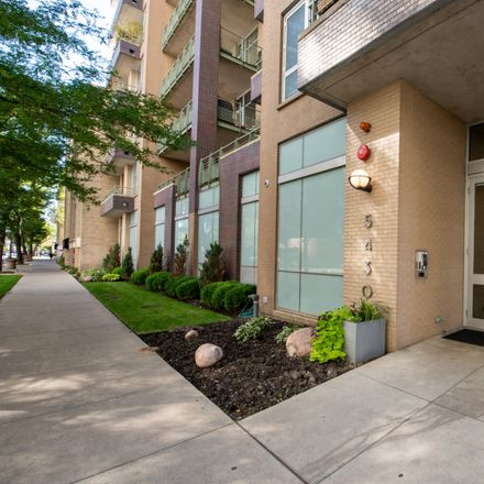 Rent this 3 bed condo on 5430 North Sheridan Road in Chicago, IL 60626
