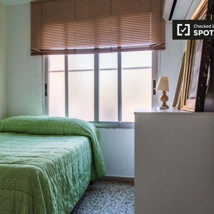 Rent this 8 bed room on Doner Kebab Tussar in Carrer de Cortes d'Arenós, 46014 Xirivella