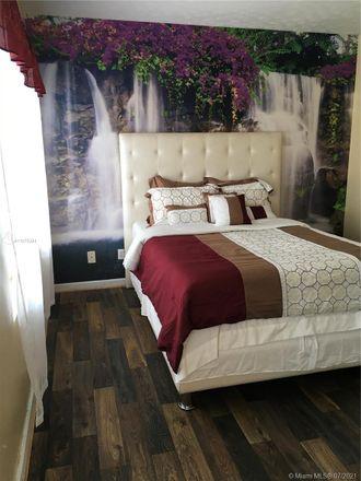 Rent this 1 bed duplex on 614 10th Street in Virginia Beach, VA 23451