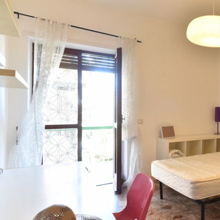 """Rent this 6 bed room on Roma Tre - Facoltà di Economia """"Federico Caffè"""" in Via Silvio D'Amico, 77"""