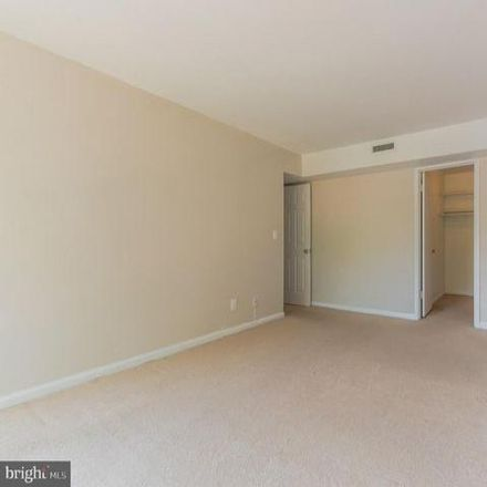 Rent this 3 bed condo on 4988 Battery Lane in Bethesda, MD 20814