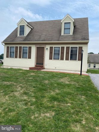Rent this 4 bed house on 1931 Clinton Avenue in Chambersburg, PA 17201