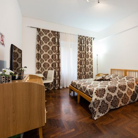 Rent this 3 bed room on Pizza alla Pala in Via Portuense, 98c