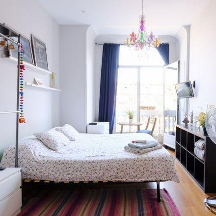Rent this 3 bed room on Main Square in Calle de Toledo, 28012 Madrid