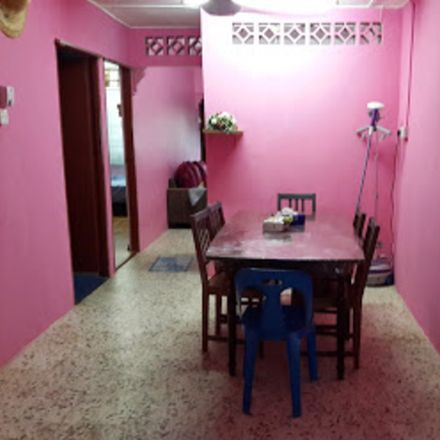 Rent this 3 bed house on 达士花园凤山寺 in Lorong Tas Ria 40, Taman Tas