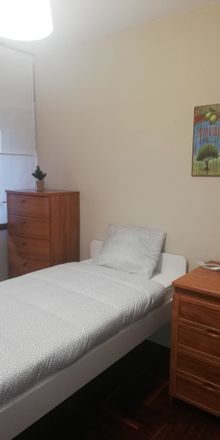 Rent this 4 bed room on Rúa Gonzalo Torrente Ballester in 36204 Vigo, Pontevedra