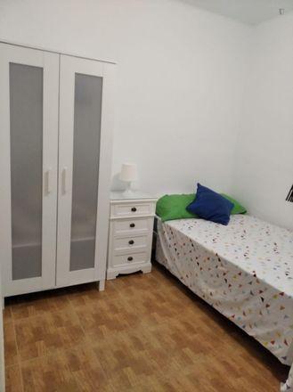 Rent this 3 bed room on Lar Gallego de Sevilla in Calle Padre Méndez Casariego, 41018 Seville