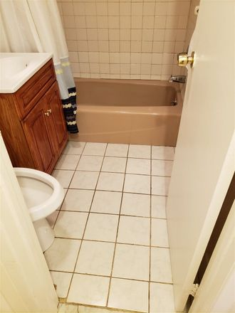 Rent this 3 bed apartment on 312 13th Street in Union City, NJ 07087