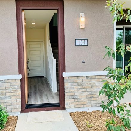 Rent this 4 bed condo on Irvine