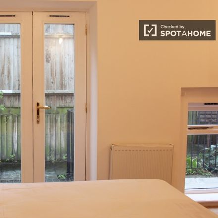 Rent this 3 bed apartment on Louise White House in Hazellville Road, London N19 3LY