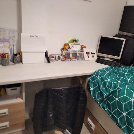Rent this 3 bed room on Av. Castilleja de la Cuesta in 41908 Castilleja de Guzmán, Sevilla