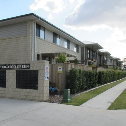 Rent this 3 bed townhouse on 1/8 Milan Street