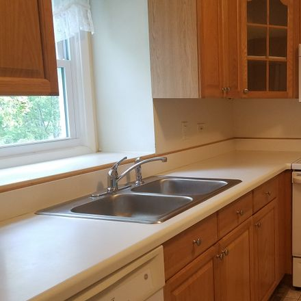 Rent this 2 bed townhouse on 727 Garfield Avenue in Libertyville, IL 60048