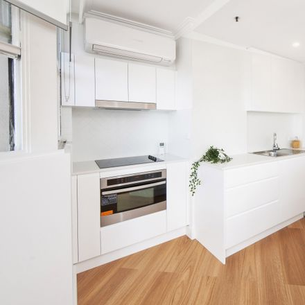 Rent this 1 bed apartment on 27 Park Street