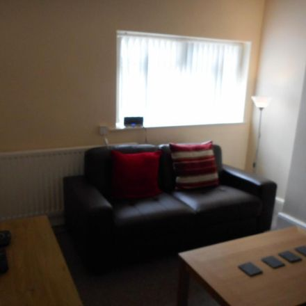 Rent this 4 bed room on Mansfield Avenue in Thornaby TS17 7HH, United Kingdom