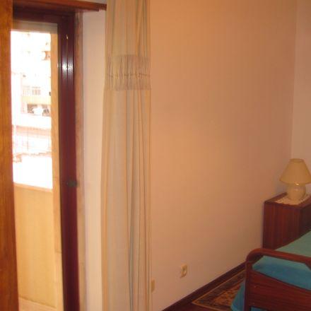 Rent this 1 bed room on Rua Álvaro de Campos