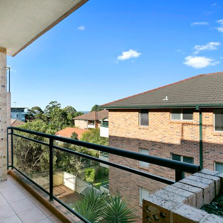 Rent this 2 bed apartment on 28/17 Mansfield Avenue