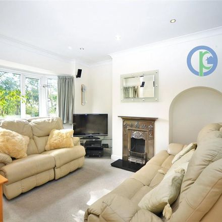Rent this 3 bed house on Chaucer Close in London N11 1AU, United Kingdom