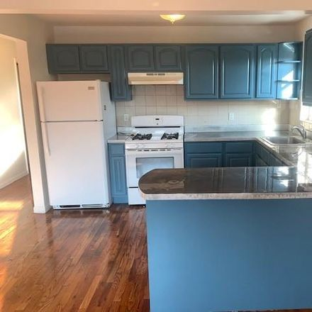 Rent this 3 bed townhouse on 3610 Paulding Avenue in New York, NY 10469